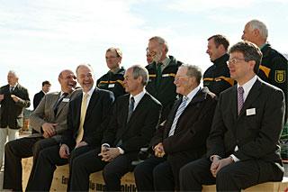 Politik trifft Wirtschaft: Landwirtschaftsminister Rudolf Köberle (mitte) lobt das Engegement von Johannes Schwörer, Firmenchef von SchwörerHaus (rechts).