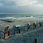 Platz an der Sonne: Strandkörbe als Markenzeichen einer etwas raueren Ostseenatur.